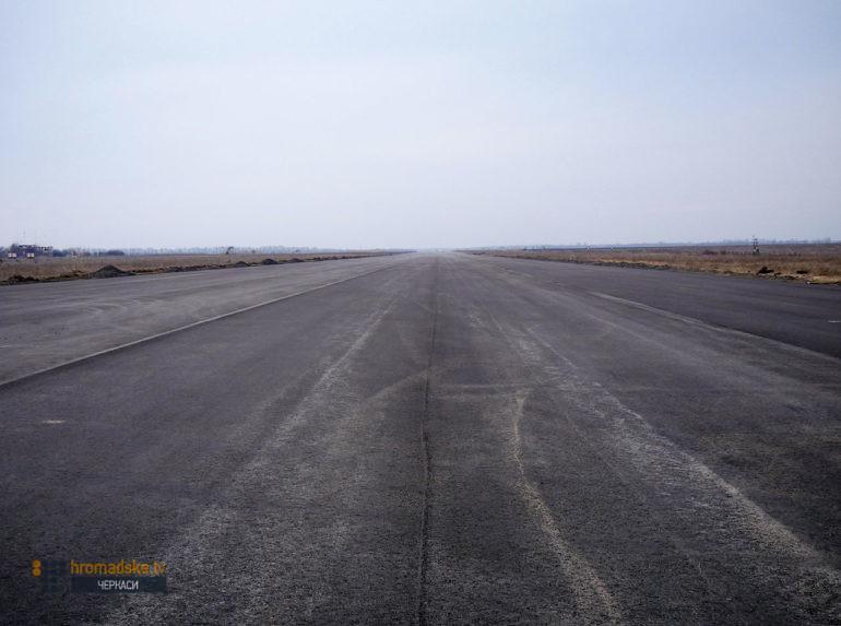Фото злітно-посадкової смуги черкаського аеропорту