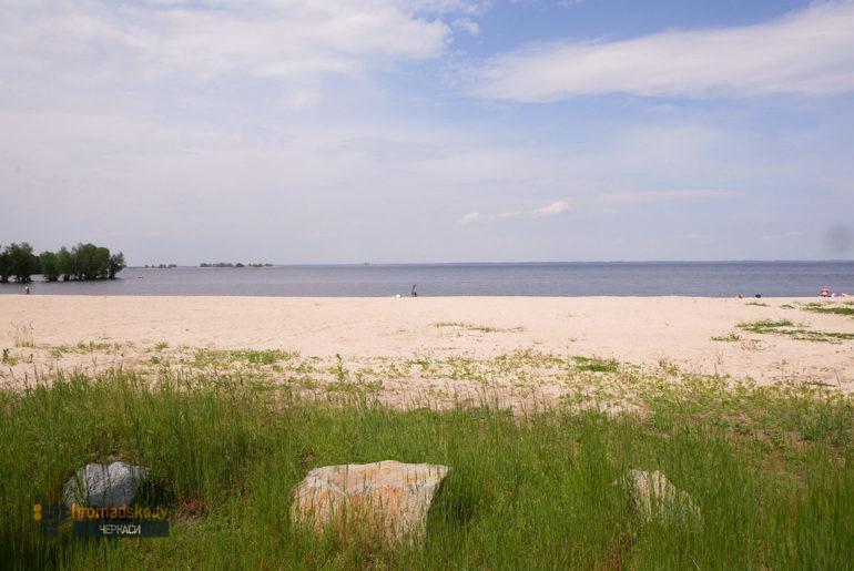 Фото частини пляжу Казбетський, відведеної на кросфіт-майданчик