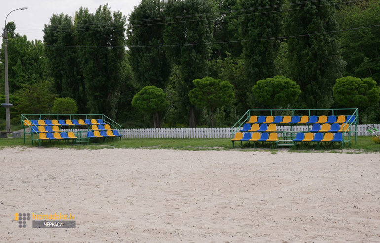 Фото волейбольного майданчика на пляжі Казбетський