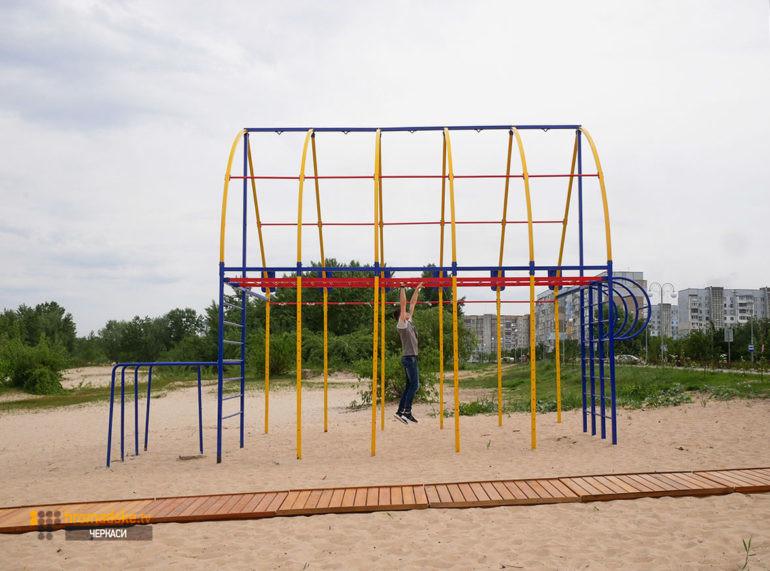 Фото майданчика для заняття спортом, який перенесли з пляжу «Пушкінський»