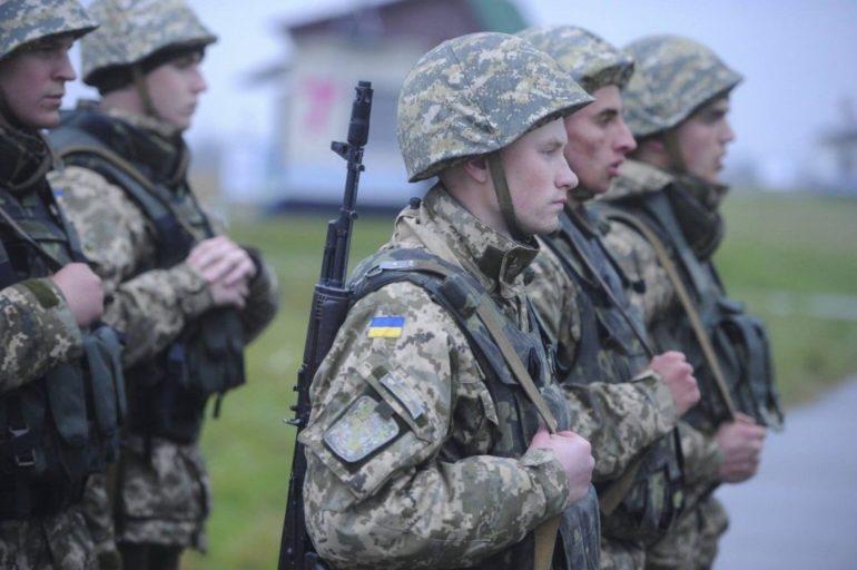 Черкаський військкомат посеред вулиці ловить призовників