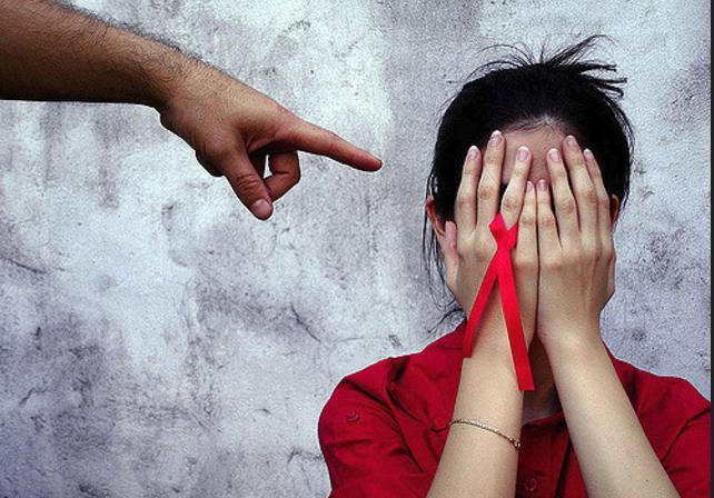 Фото дискримінації ВІЛ-позитивних людей