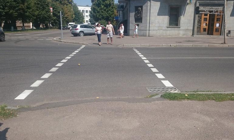 фото пішохідного переходу через дорогу в Черкасах