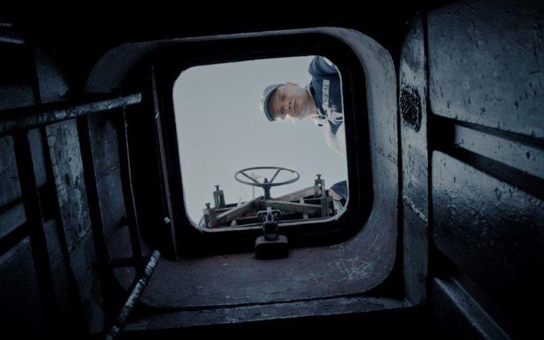 фото кадру фільму про тральщика Черкаси