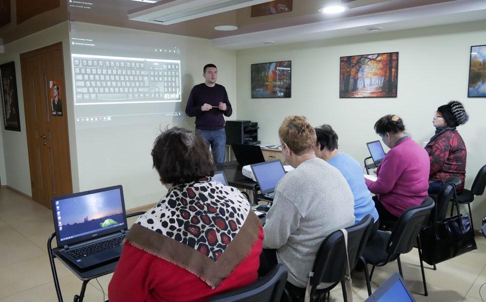 фото з школи ІТ для старших людей у Черкасах