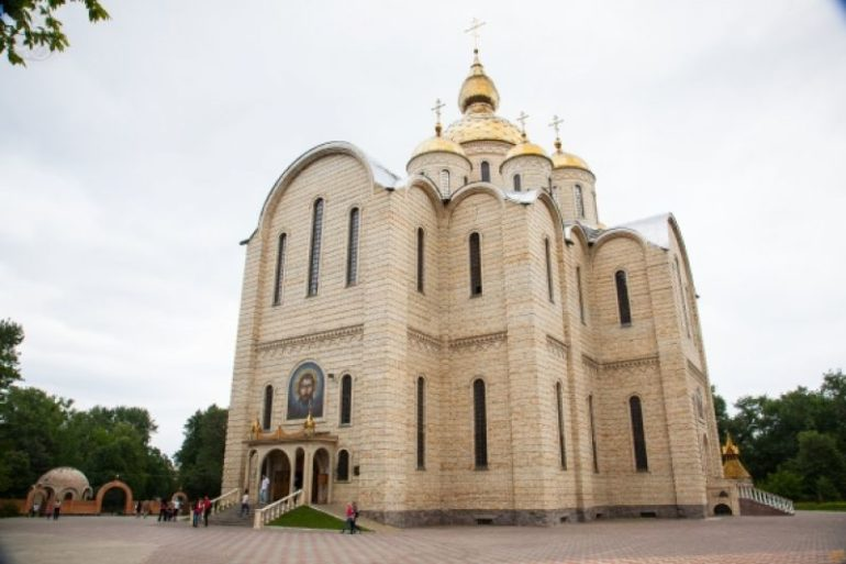 Чому черкаські церкви не закривають на карантин